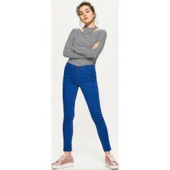 Denimowe jegginsy - Turkusowy. Niebieskie legginsy Cropp, z jeansu. Za 59,99 zł.