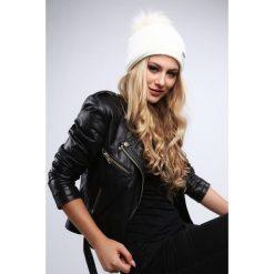 Kremowa czapka damska zimowa C2. Białe czapki damskie Fasardi, na zimę. Za 39,00 zł.