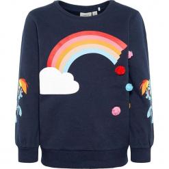"""Bluza """"Amina"""" w kolorze granatowym. Niebieskie bluzy dziewczęce marki Name it Kids, z aplikacjami, z bawełny. W wyprzedaży za 62,95 zł."""