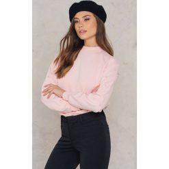Bluzy damskie: NA-KD Bluza z rękawem ze sztucznymi perłami – Pink