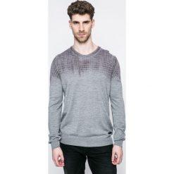 Trussardi Jeans - Sweter. Szare swetry klasyczne męskie marki Trussardi Jeans, l, z dzianiny, z okrągłym kołnierzem. W wyprzedaży za 459,90 zł.