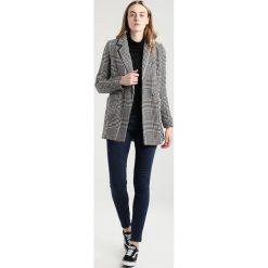 Płaszcze damskie: Vero Moda Tall VMTRISH LONG  Krótki płaszcz black
