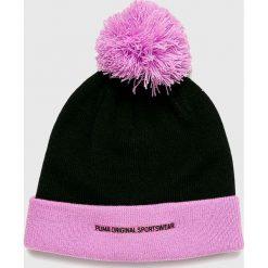 Puma - Czapka. Różowe czapki zimowe damskie Puma, na zimę, z dzianiny. Za 79,90 zł.