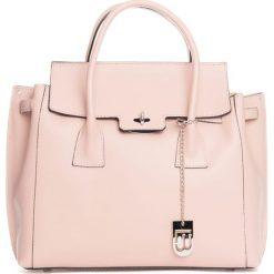 Torebki klasyczne damskie: Skórzana torebka w kolorze jasnoróżowym – 35 x 30 x 14 cm