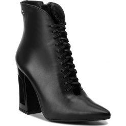 Botki CARINII - B4181 E50-000-PSK-C28. Czarne buty zimowe damskie Carinii, ze skóry, na obcasie. W wyprzedaży za 239,00 zł.