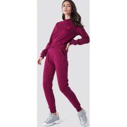 NA-KD Basic Spodnie dresowe basic - Purple. Niebieskie spodnie z wysokim stanem marki NA-KD Basic, z dekoltem na plecach. Za 100,95 zł.
