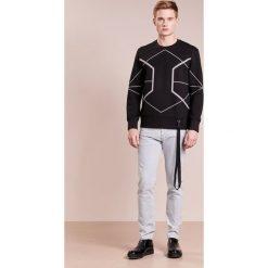 Neil Barrett BLACKBARRETT SYMMETRIC LINES  Bluza black/silver reflective. Czarne bluzy męskie Neil Barrett BLACKBARRETT, m, z materiału. W wyprzedaży za 1055,20 zł.