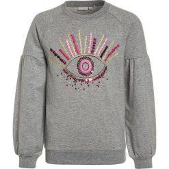 Name it NITSELMA  Bluza grey. Czerwone bluzy chłopięce marki Name it, l, z nadrukiem, z bawełny, z okrągłym kołnierzem. W wyprzedaży za 126,65 zł.