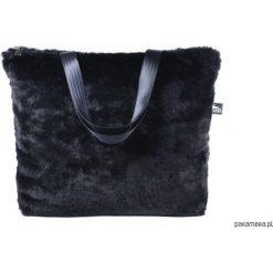 Torba XL z czarnego futra. Czarne torebki klasyczne damskie Pakamera, ze splotem. Za 210,00 zł.