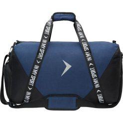 Torba sportowa TPU633 - ciemny granatowy - Outhorn. Niebieskie torby podróżne Outhorn, w paski, z gumy. W wyprzedaży za 49,99 zł.