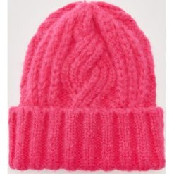 Czapka - Różowy. Czerwone czapki zimowe damskie marki House. Za 39,99 zł.