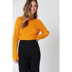 Swetry klasyczne damskie: NA-KD Sweter z dzianiny z dekoltem V – Orange