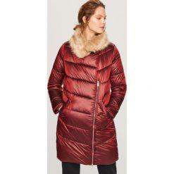 Pikowany płaszcz - Bordowy. Czerwone płaszcze damskie Reserved. Za 199,99 zł.