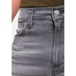 Nudie Jeans LEAN DEAN Jeansy Slim Fit pine grey. Czarne jeansy męskie relaxed fit marki Criminal Damage. W wyprzedaży za 530,10 zł.
