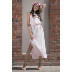Pudrowa Długa Sukienka z Wiązanym Dekoltem z Falbankami. Białe długie sukienki marki Molly.pl, na imprezę, na lato, s, w jednolite wzory, z bawełny, wakacyjne, z dekoltem na plecach, dopasowane. Za 149,90 zł.