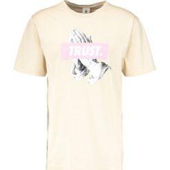 T-shirty męskie z nadrukiem: Cayler & Sons TRUST Tshirt z nadrukiem sand/pale pink
