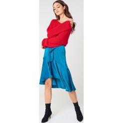 Swetry klasyczne damskie: Josefin Ekström for NA-KD Krótki sweter z dzianiny – Red