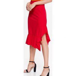 SPÓDNICA DZIANINOWA Z FALBANAMI, W ENERGETYCZNYM CZERWONYM KOLORZE. Czerwone spódnice wieczorowe marki Top Secret, na jesień, z dzianiny. Za 34,99 zł.