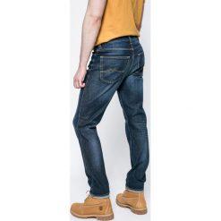 Mustang - Jeansy Tramper. Czarne jeansy męskie z dziurami marki Mustang, l, z bawełny, z kapturem. W wyprzedaży za 199,90 zł.