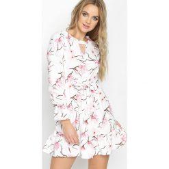 Sukienki hiszpanki: Biało-Różowa Sukienka Fly High