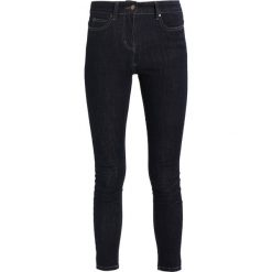 Karen by Simonsen SUPPLY SUPER FIT Jeans Skinny Fit dark blue. Niebieskie jeansy damskie relaxed fit Karen by Simonsen, z bawełny. Za 509,00 zł.