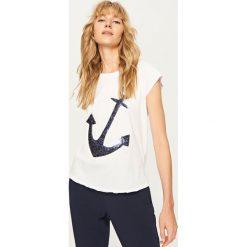 T-shirt z błyszczącą aplikacją - Biały. Białe t-shirty damskie marki Reserved, l, z dzianiny. Za 29,99 zł.
