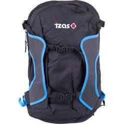 Plecak w kolorze czarno-niebieskim - 26 l. Czarne plecaki damskie Izas, w paski, z materiału. W wyprzedaży za 149,95 zł.