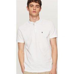 Koszulki polo: Koszulka polo z haftowaną aplikacją – Biały