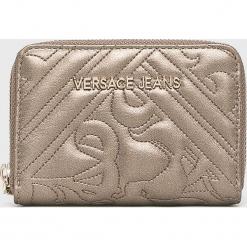 Versace Jeans - Portfel. Szare portfele damskie Versace Jeans, z jeansu. W wyprzedaży za 239,90 zł.