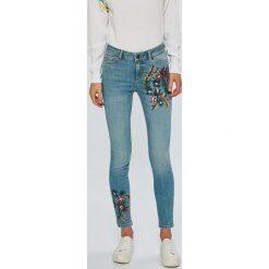 Noisy May - Jeansy Lucy. Niebieskie jeansy damskie marki Noisy May. W wyprzedaży za 179,90 zł.