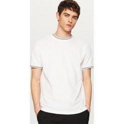Odzież męska: T-shirt z kontrastowymi detalami – Biały