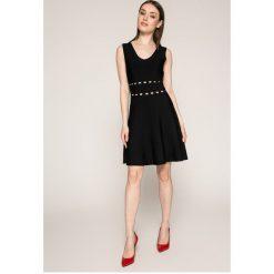 Morgan - Sukienka. Szare sukienki dzianinowe marki Morgan, na co dzień, l, casualowe, mini, rozkloszowane. W wyprzedaży za 259,90 zł.