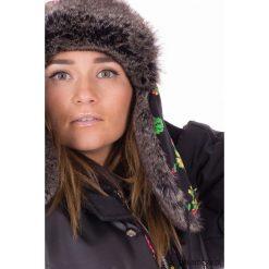 Czarna folkowa czapka zimowa. Czarne czapki damskie Pakamera, na zimę. Za 180,00 zł.