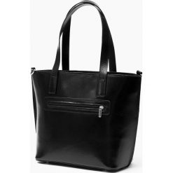 Skórzana Torebka Czarna la pelle facciale. Czarne torebki klasyczne damskie Vera Pelle, z aplikacjami, ze skóry, duże, z aplikacjami. Za 289,00 zł.