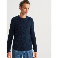 Miękki sweter z grubym splotem - Niebieski. Niebieskie swetry klasyczne męskie marki Reserved, l, ze splotem. Za 159,99 zł.