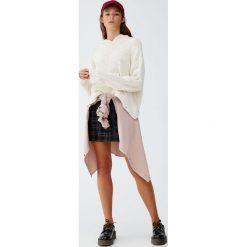 Sweter z kapturem i kieszenią kangurką. Szare swetry klasyczne damskie marki Reserved, m, z kapturem. Za 99,90 zł.