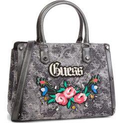 Torebka GUESS - HWDM69 92060 BLD. Szare torebki klasyczne damskie marki Guess, z aplikacjami, z materiału. Za 699,00 zł.