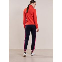 FTC Cashmere Spodnie treningowe midnight. Niebieskie bryczesy damskie FTC Cashmere, xs, z kaszmiru. W wyprzedaży za 548,55 zł.