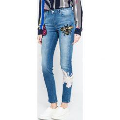 Silvian Heach - Jeansy Britney. Niebieskie jeansy damskie rurki marki Silvian Heach, z standardowym stanem. W wyprzedaży za 359,90 zł.
