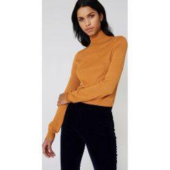 Swetry damskie: NA-KD Brokatowy sweter z golfem – Orange