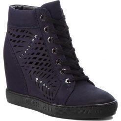 Sneakersy CARINII - B4350 K59-000-000-B88. Niebieskie sneakersy damskie Carinii, z nubiku. W wyprzedaży za 249,00 zł.