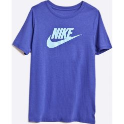 Nike Kids - T-shirt dziecięcy 122-158 cm. Niebieskie t-shirty chłopięce z nadrukiem marki Nike Kids, m, z bawełny, z okrągłym kołnierzem. W wyprzedaży za 49,90 zł.