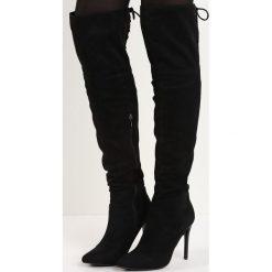 Czarne Kozaki McKenzie. Czarne buty zimowe damskie marki Born2be, ze szpiczastym noskiem, na wysokim obcasie, na szpilce. Za 104,99 zł.