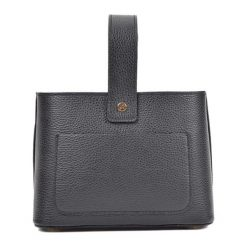 Torebka w kolorze czarnym - (S)25 x (W)17 x (G)10,5 cm. Czarne torebki klasyczne damskie Bestsellers bags, w paski, z materiału. W wyprzedaży za 229,95 zł.
