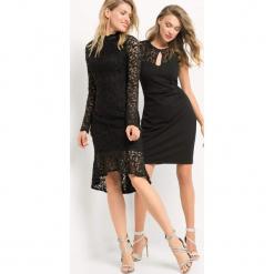 Koronkowa sukienka z falbaną. Czarne sukienki dzianinowe marki Orsay, w koronkowe wzory, wizytowe, z okrągłym kołnierzem, dopasowane. Za 179,99 zł.