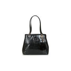Torby na ramię Guess  KAMRYN SHOPPER. Czarne shopper bag damskie Guess, z aplikacjami, na ramię. Za 500,70 zł.