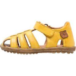 Naturino SEE Sandały gelb. Żółte sandały chłopięce Naturino, z materiału. Za 299,00 zł.