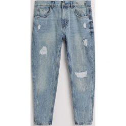 Jeansy tapered fit z recyclingu - Niebieski. Niebieskie jeansy męskie relaxed fit Reserved. W wyprzedaży za 49,99 zł.