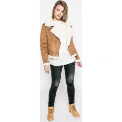 Guess Jeans - Jeansy. Szare jeansy damskie marki Guess Jeans, na co dzień, l, z aplikacjami, z bawełny, casualowe, z okrągłym kołnierzem, mini, dopasowane. W wyprzedaży za 299,90 zł.
