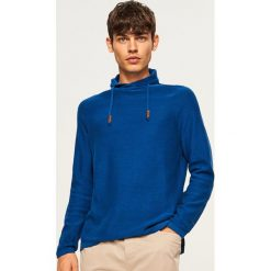 Sweter z wysokim kołnierzem - Niebieski. Niebieskie swetry klasyczne męskie marki bonprix, l, melanż, z kapturem. Za 99,99 zł.